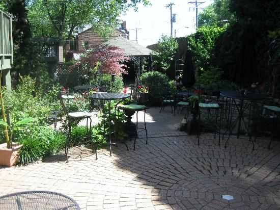 The Park Avenue Mansion Bed & Breakfast: Courtyard at Park Avenue