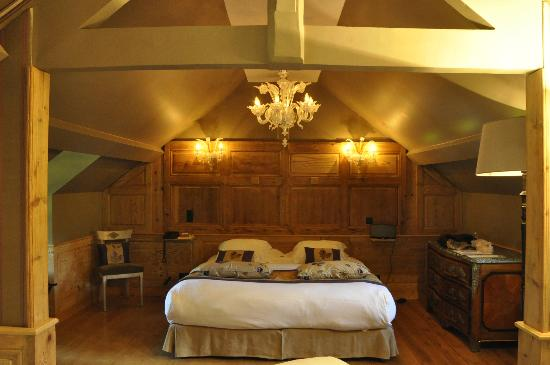 La Ferme Saint Simeon - Relais et Chateaux: I had the added bonus of staying in a suite... beautifully appointed!