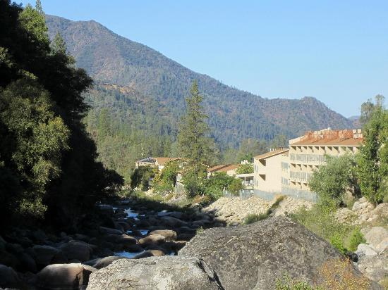 Yosemite View Lodge: View of hotel from up the road