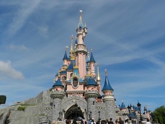 Kyriad A Disneyland Paris: comodissimo x visitare i parchi!!