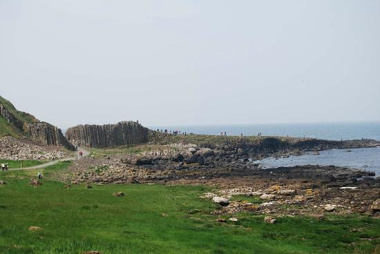 Giant's Causeway: The view along the shore
