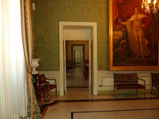 The Royal Palace : sala