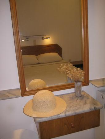 Paros Apartments: PART OF THE BEDROOM