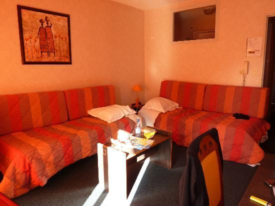 Eden Azur: bedroom/sitting room