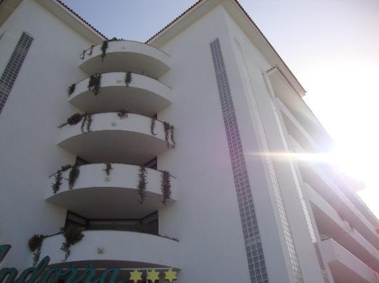 Hotel-Apartamentos Andorra: View of front of hotel