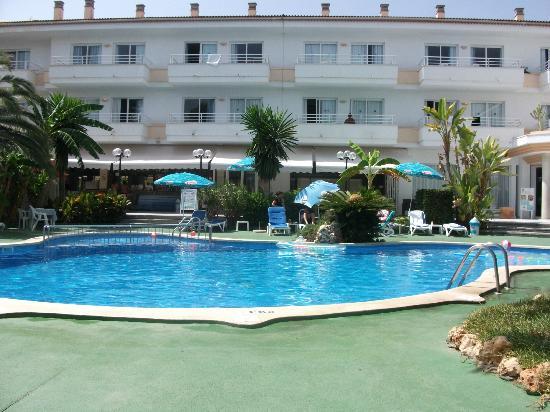 Aparthotel Maracaibo: pool and hotel area