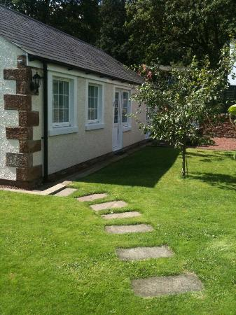 Cumwhinton, UK: Grounds at Hollyside Lodge