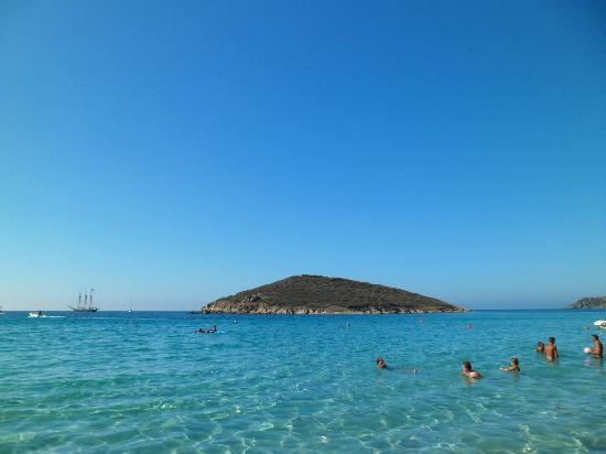 Spiaggia di Tuerredda: isolotto immerso nel blu cristallino
