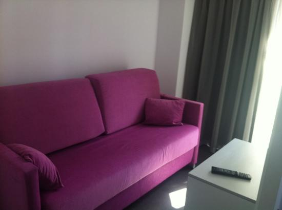 Hotel Brisa: family room with sofa
