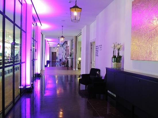 Sandton Grand Hotel Reylof: hall way