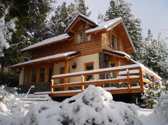 Cabañas Cumelen: La Cabaña Morro, después de una linda nevada!!