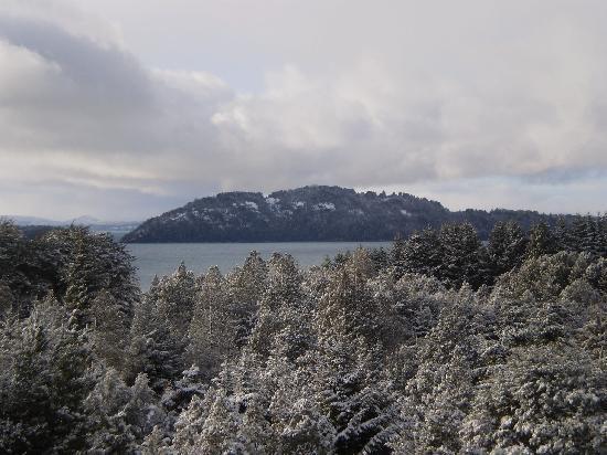 Cabanas Cumelen: La Isla Huemul, desde las Cabañas Superiores