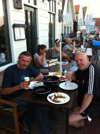 Amsterdam Village Hotel: Table outside, Dutch Mussels, Fries and La Chouffe beer