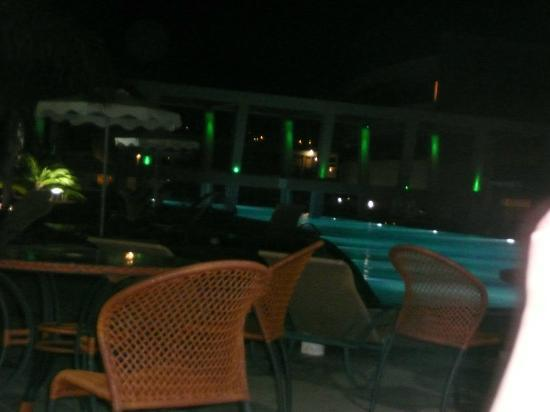 Virginia Hotel: view of other pool area at night