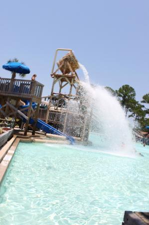 Shipwreck Island Waterpark : The tipping bucket tips every few minutes