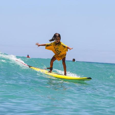 Kai Sallas' Pro Surf School Hawaii : Marina Fonseca, 6 years old