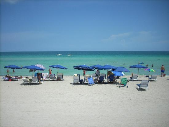 Ramada Plaza Marco Polo Beach Resort: Playa del resort
