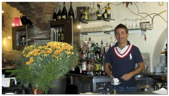 Il Cantuccio Winebar: Vincenzio works hard and provides service with a smile