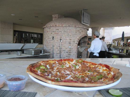 Mesquite Pizza Grill at La Mision Hotel: Fresh out of the oven!!!