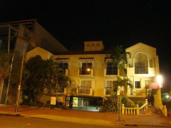 Villa Vaucluse Apartments: l'esterno