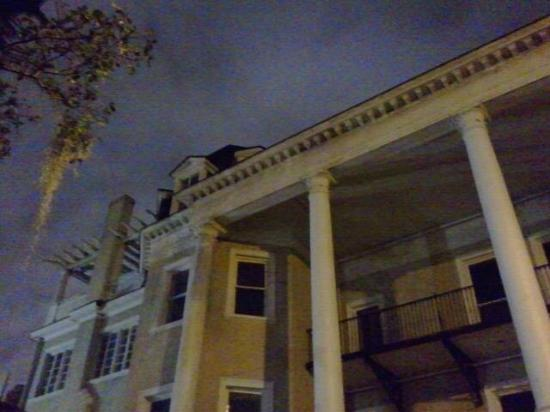 6th Sense World - Historic Ghost and Cemetery Tours: Low lying cloudy drizzle made the Espy house that much more scary ...