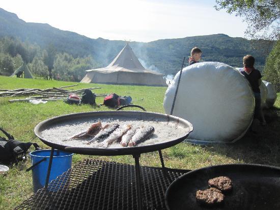 Skogan Outdoor Farm: Outdoor Meals
