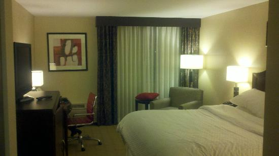 Four Points by Sheraton Kalamazoo: Big Comfortable Bed