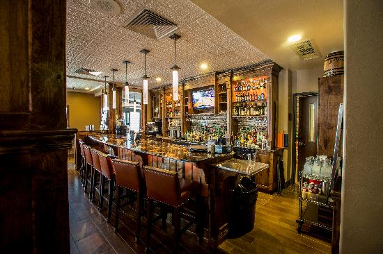 Best Western Premier Ivy Inn & Suites: 8th Street Restaurant and Bar - at the Ivy