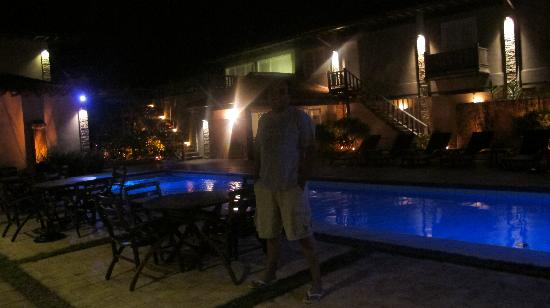 Villa Rasa Marina: Piscina de noite