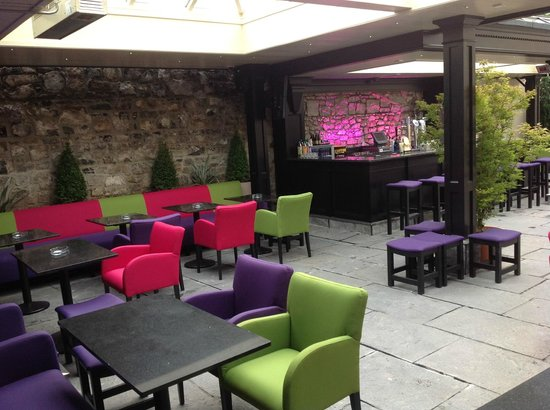 Ryan's Bar Navan: Our new garden bar...opens at 3pm on Friday, Saturday and Sunday.