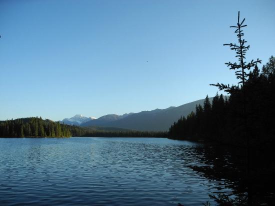 Fairmont Jasper Park Lodge: view of lake