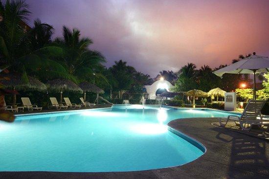 Hotel castillo huatulco hotel beach club mexiko - Hotel castillo de ayud ...