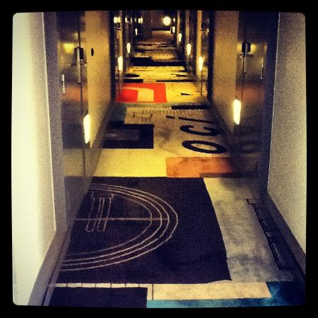 Hotel Rival: hallway of the hotel