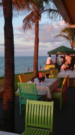 Compass Point Beach Resort: sunset at the outdoor eating area