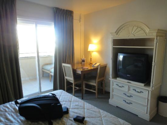 Super 8 Las Vegas North Strip /Fremont Street Area: con escritorio y balcony