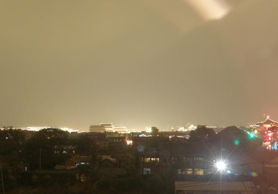 جينجتايلونج إنترناشونال هوتل: 部屋からの眺め/夜 