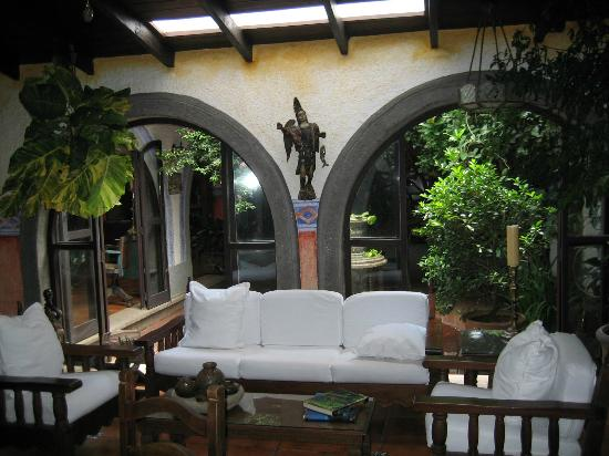 Hotel Casa Naranja: The courtyard