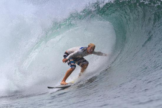 Surf Tours Nicaragua: This barrel went on for another 4 seconds