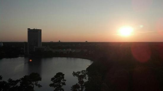 Best Western Lake Buena Vista - Disney Springs Resort Area: The view from our room. The dome in the middle is Epoct.