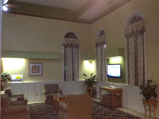 Days Inn & Suites Grand Rapids/Grandville : Lobby