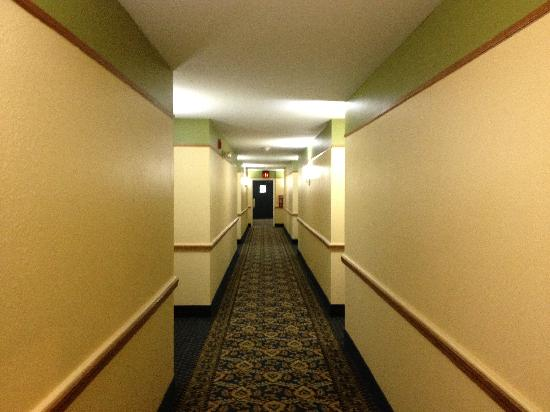 Days Inn & Suites Grand Rapids/Grandville : Corridor