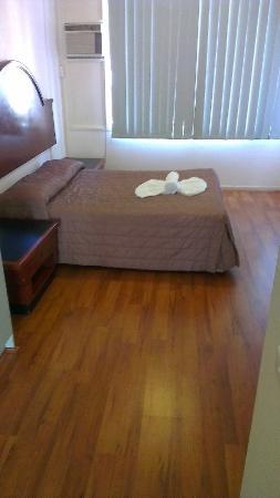 AMG Motel & Serviced Apartments: smallest room, still room to breath