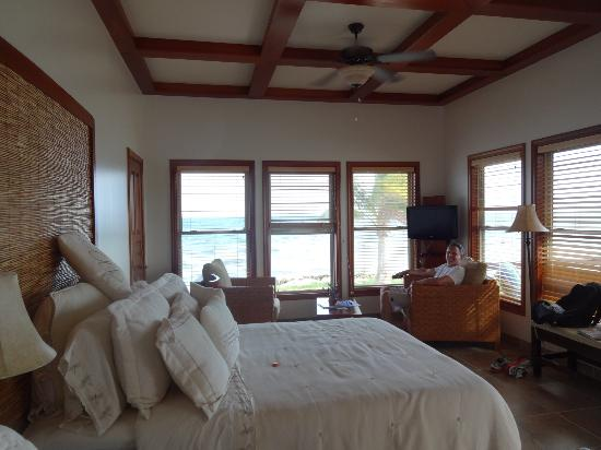 Hatchet Caye Resort: room with a view