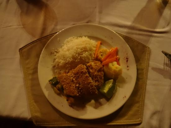 Hatchet Caye Resort: cashew crusted snapper