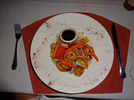 Hatchet Caye Resort: tropical salad