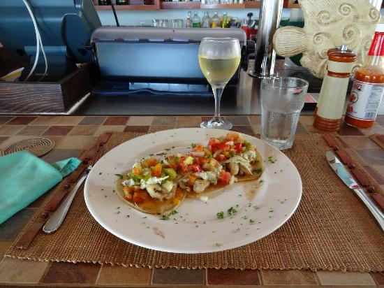 Hatchet Caye Resort: grilled fish tacos