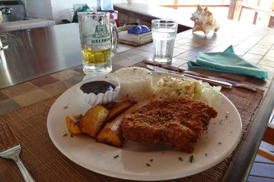 Hatchet Caye Resort: lunch