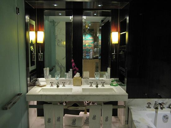 The Ritz-Carlton Beijing, Financial Street: Bathroom