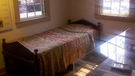 Demuth Museum: Demuth bedroom