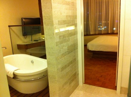 L'hotel Causeway Bay Harbour View: bathroom